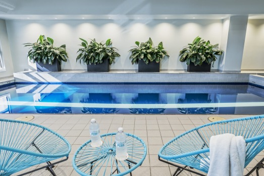 PARKROYAL MELBOURNE AIRPORT: Aviation geeks will love the runway-facing rooms at this upscale 276 room hotel, minus the ...