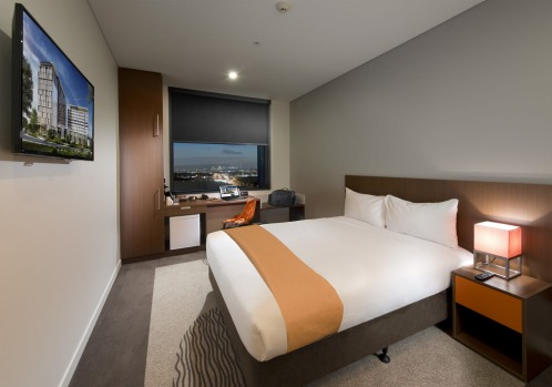 IBIS BRISBANE AIRPORT Sometimes what you want in an airport hotel is no fuss: a clean room, comfy bed and blackout ...