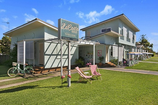 LA COSTA MOTEL, GOLD COAST AIRPORT: This super cute, retro motel is literally across the road from the Gold Coast ...