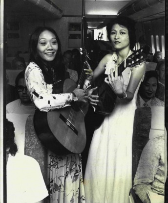 Singapore Airlines introduced live entertainment on its Sydney-Singapore flights, in 1976. The entertainers are Ning ...