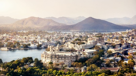 Beautiful Lake Pichola, with a view of Udaipur's City Palace.