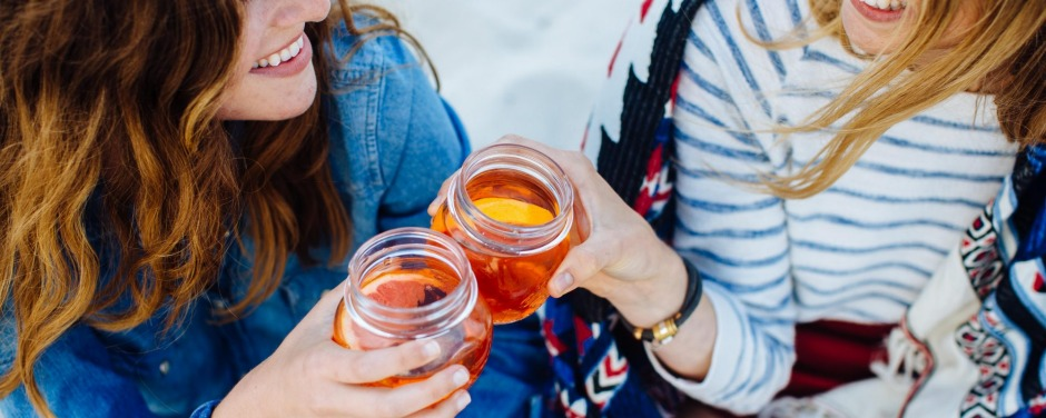 Drinks in Mason jars: Not cool.