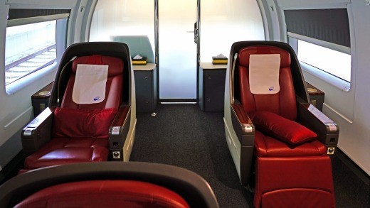 First-class seats on the Beijing-Shanghai high-speed train.