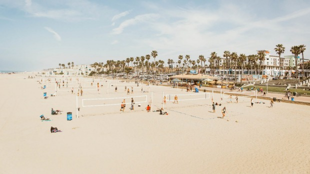 Huntington Beach has 16 kilometres of sandy beaches and offers some of the most consistent breaks in Southern California.