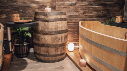 Soak in larch wood tubs in keg-themed rooms.