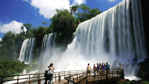 The specatcular waterfalls of Iguasu on the Argentina-Brazil border.)