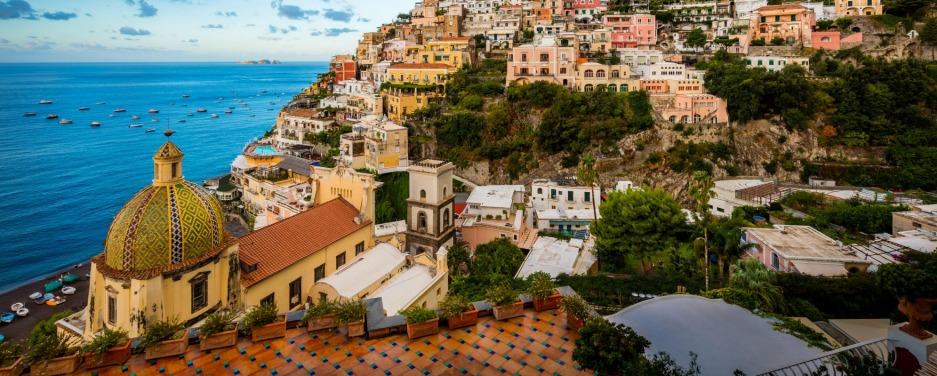 H3TXP0 Positano is a village and comune on the Amalfi Coast (Costiera Amalfitana), in Campania, Italy sunapr21-exit