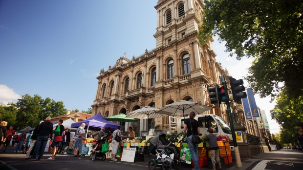 A minimum of 75 per cent of traders at the monthly Bendigo Community Farmers' Market sell local produce.