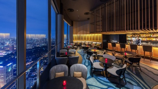 SKAI Bar offers views from 70 floors up.