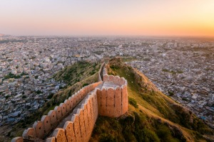 Sunset view of Nahargarh Fort on the edge of Aravalli Hills, Jaipur, Rajasthan.