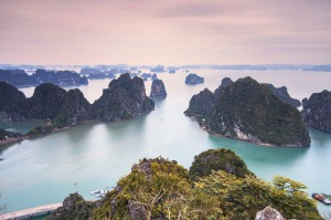K3N9AT Panoramic view of Halong Bay, Vietnam  SunMay5Tipometer