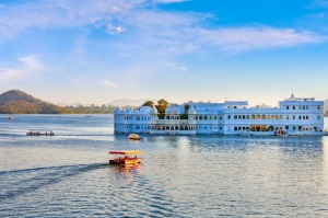 Tour enchanting India.