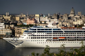 A cruise ship arrives in Havana.