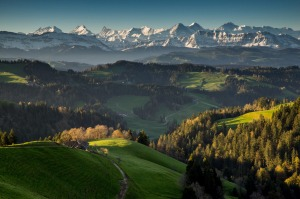 Spring panorama on the Luederenalp near Langnau in the Emmental. Suisse. tout naturellement. printemps panorama sur la ...
