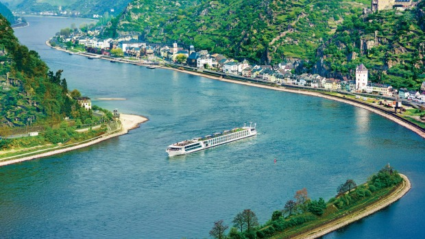 Evergreen Tours' Emerald Star in the Rhine Gorge.