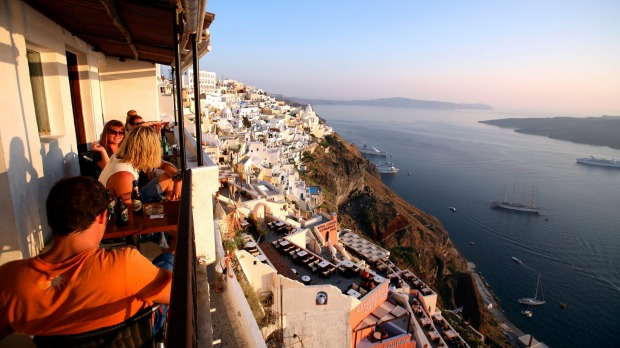 Tropical Bar, Santorini, a relatively cheap drinking hole that commands amazing views of the setting sun.