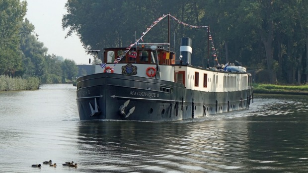 Barging through the Netherlands on Magnifique II with UTracks.