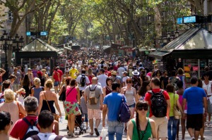 Barcelona's infamous pickpockets are being hunted by vigilante groups.