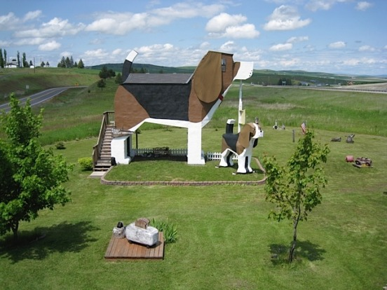 Created by a couple of chainsaw artists, this bed and breakfast is billed as the world's largest beagle. Rooms are ...