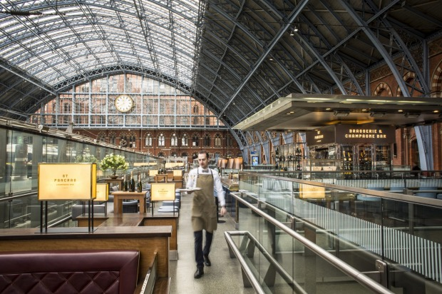 LONDON ST PANCRAS BY SEARCYS  Before zipping from London to Paris via Eurostar, toast the coming 140-minute journey at ...