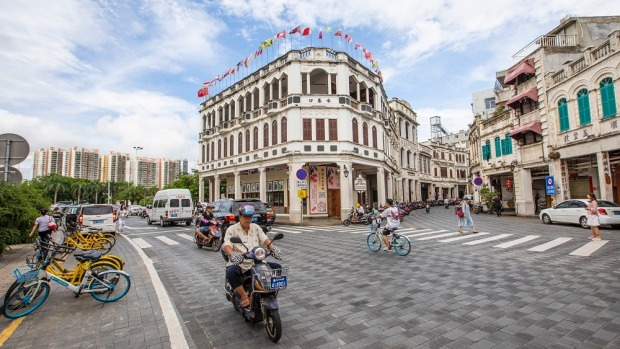 Explore a mix of Europen and Southeast Asian architecture in the Old Town of Haikou.
