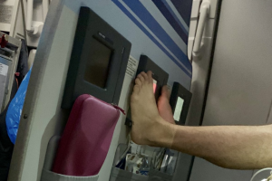 The passenger kept putting his feet back up on the screen, despite being repeatedly asked to put them down.