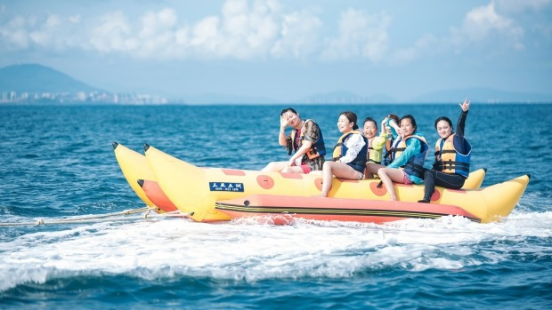 Enjoy plentiful water sports like the banana boat ride while on Wuzizhou island.