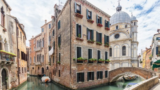 In Venice, eat at locally owned restaurants and stay in locally owned hotels.
