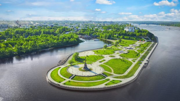 Famous Strelka park in place of confluence of Kotorosl and Volga rivers in Yaroslavl, Russia.