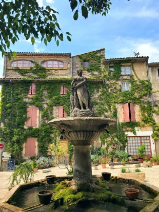 Saignon, Provence :A pleasantly tourist free destination a stone's throw away from Gordes, clifftop Saignon is home to ...
