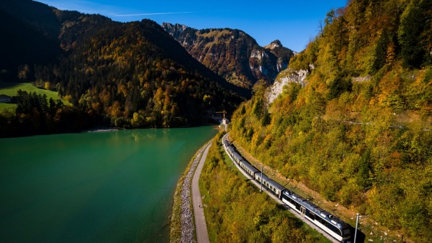 Chocolate Train from Montreux, Credit Swiss Travel System Swiss Travel System - Schokoladenzug, Genferseegebiet. ...