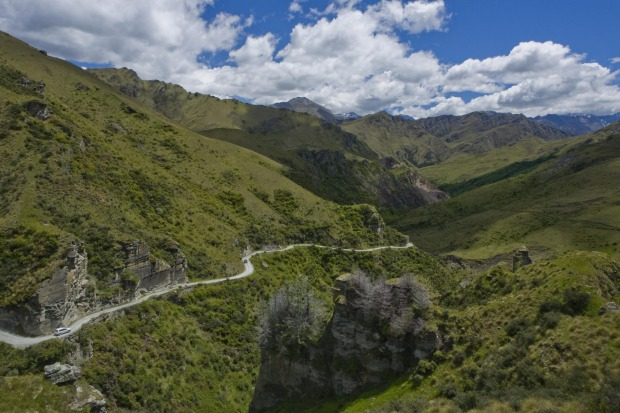 Skippers Canyon Road, New Zealand: Now hugely popular with 4WD tours from Queenstown, the Skippers Canyon Road was ...