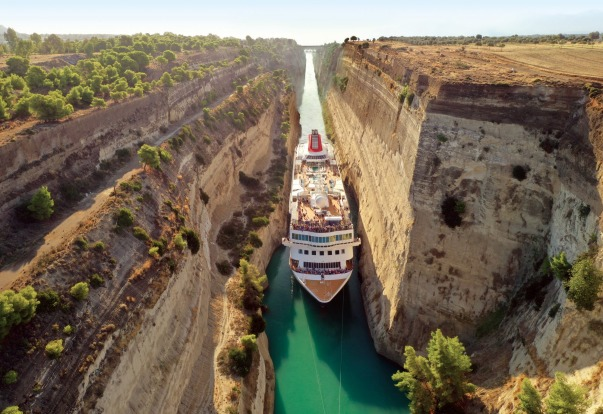 Corinth Canal in Greece: Cruise ship makes record-breaking ...