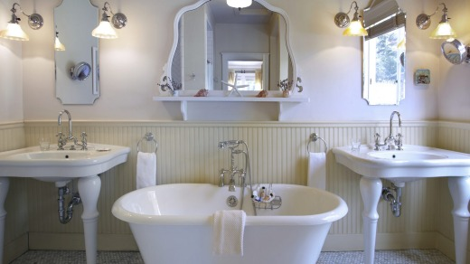 The bath at Fly Fisherman's Cottage at Nick's Cove.
