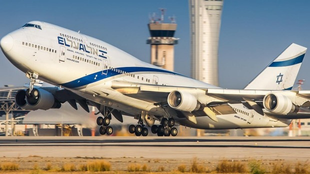 El Al Airlines retired its final Boeing 747 with a giant Etch A Sketch-in-the-sky tribute on Sunday.