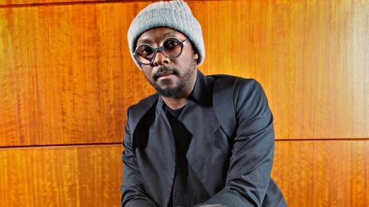 Will.i.am from Black Eyed Peas has criticised a flight attendant on Qantas for being 'overly aggressive'.
