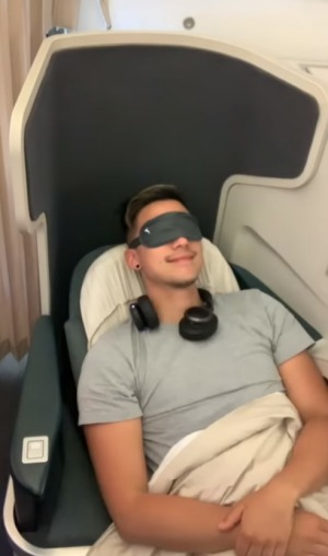 Zhu relaxing in Cathay Pacific business class.