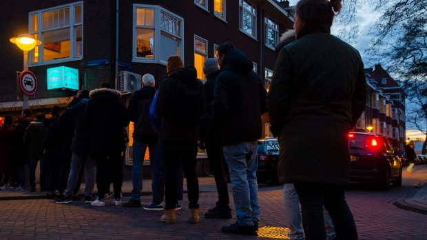 People queue at coffee shops through the night.