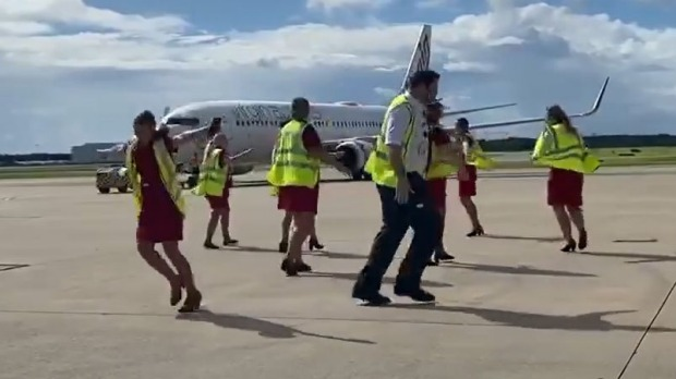 Virgin Australia staff at Brisbane Airport dance to 'Don't Stop Believin'' to mark the airline's final international flight.