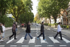 In which city will you find the famous Abbey Road crossing, featured on the Beatles album cover of the same name?