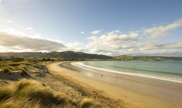 Apollo Bay, Victoria: The great, sweeping curve of the beach is Apollo Bay's most appealing feature. Gentle green ...