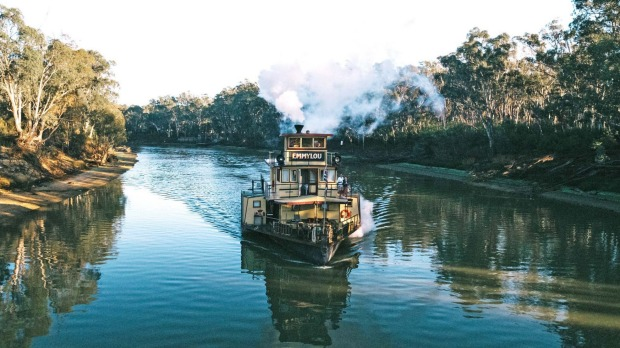 The deluxe paddlesteamer, PS Emmylou, on the Murray River nearEchuca.