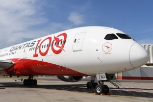 A Qantas Boeing 787 Dreamliner will fly from Buenos Aires to Darwin non-stop, covering about 14,680 kilometres.