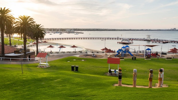Eastern Beach on the edge of Geelong's CBD.