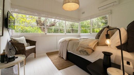 There are two queen size bedrooms in the main cottage which share a bathroom and a further two queen size guestrooms ...