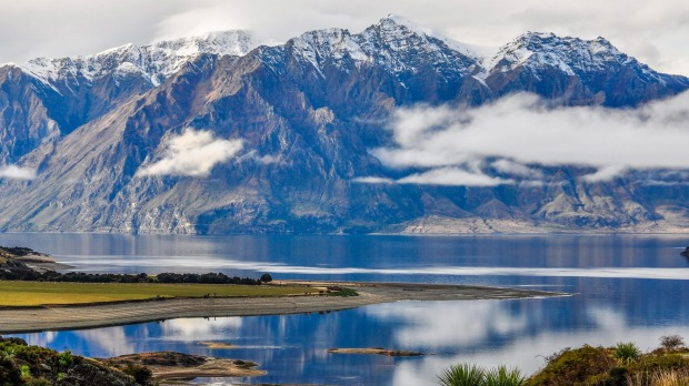 J038YR Clouds lying low over a lake near Wanaka in the Southern Lakes Region of New Zealand SatApr17Cover  Photos: Alamy/Istock