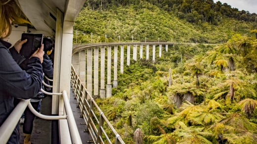 Northern Explorer passing through the Hapuawhenua viaduct.