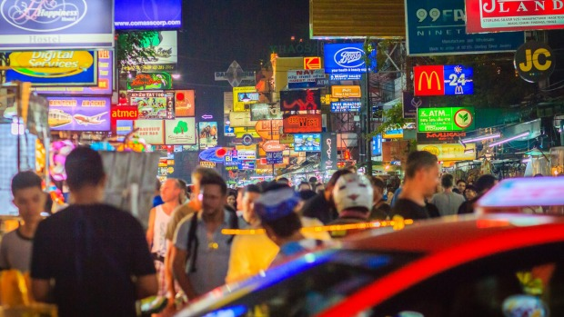 Tourists and backpackers at Khao San Road night market.