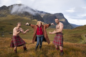jul31cover -Picture shows_Joanna Lumley with Kilted Coaches, Stephen Clarke and Rab Shileds Joanna Lumley's Britain ...