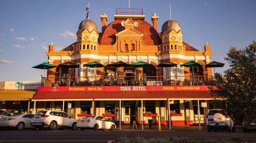 The York Hotel on Hannan Street, Kalgoorlie. Gold turned Kalgoorlie into a boom town, but it had no fresh water.